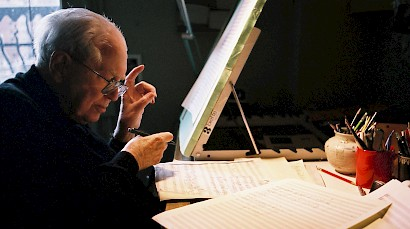Elliott Carter, Composer Who Decisively Snapped Tradition, Dies at 103